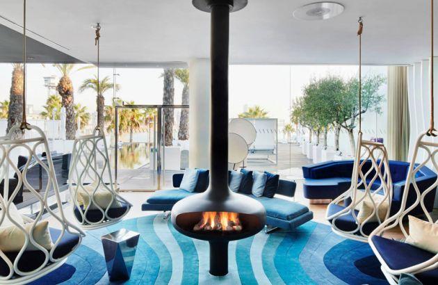 Cheminée Design centrale Magmafocus située dans une Hotel à Barcelone