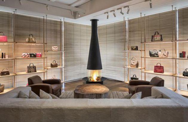 Cheminée design Filiofocus dans un magasin Louis Vitton
